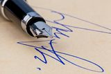 pen-signature-21182892